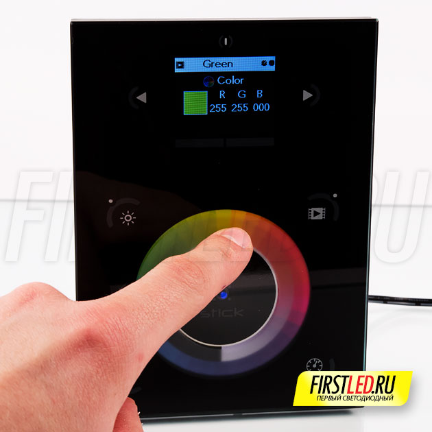 Выберите цвет свечения, запустите плавную смену цвета и отрегулируйте яркость легким прикосновением к сенсорной панели STICK-DE3