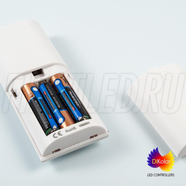 Работа пульта DiKolor EASY RGB осуществляется от трех батареек ААА