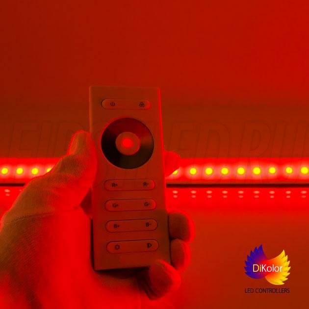 DiKolor EASY RGB: Выбор красного цвета и регулировка его яркости с помощью кнопок R+ и R-