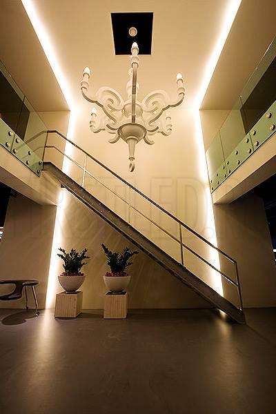 Светодиодная подсветка потолка и потолочных ниш в прихожей