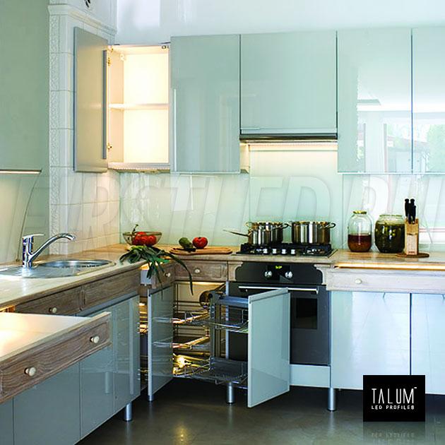 Освещение на кухне угловым профилем TALUM C19.19G