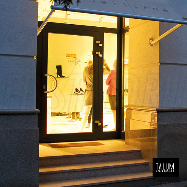 Освещение в магазине с угловым профилем TALUM C22.22