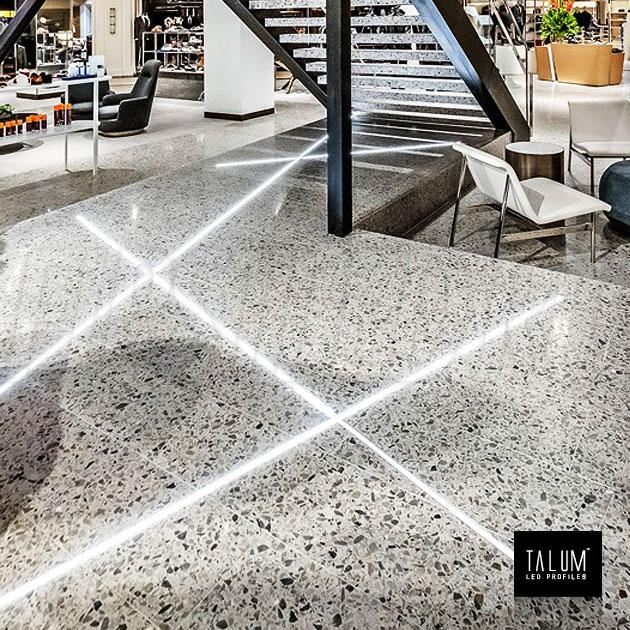 Герметичный светодиодный профиль TALUM E19.8 в торговом центре. Не боится влажной уборки