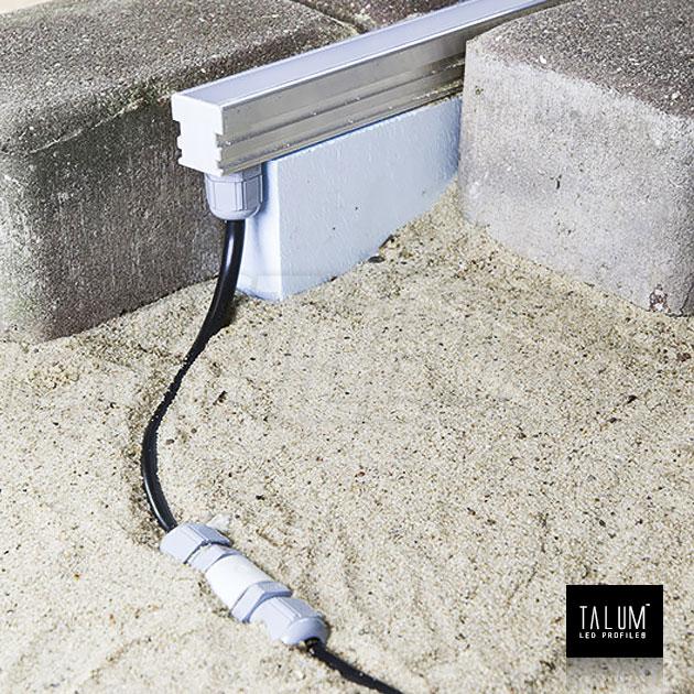 Герметичный встраиваемый светодиодный профиль TALUM E26.26 установленный на прокладку из пены