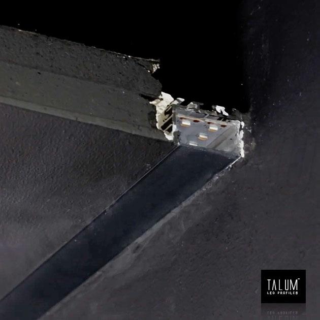 Встраиваемый профиль без рамок вдоль стен TALUM BORDER 24 с черным матовым рассеивателем
