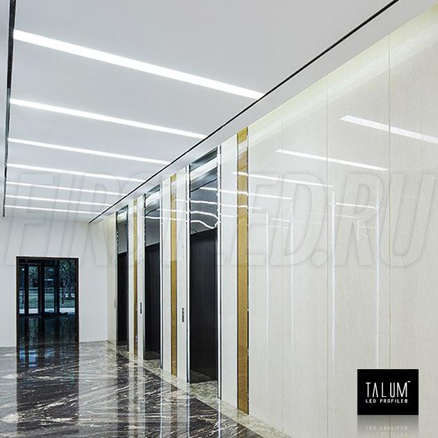 Безрамочный светодиодный профиль TALUM NOFRAME 45.19 установленный в потолке коридора