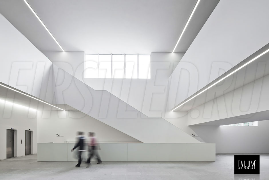 Благодаря уникальной конструкции для встраивания в гипсокартонный потолок вы не увидите лишних деталей от профиля TALUM WP74.77n. Только свет, ничего лишнего!