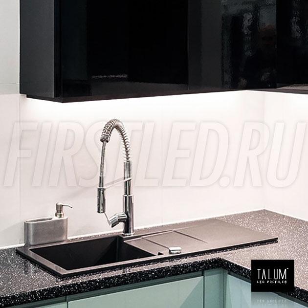 Накладной алюминиевый профиль TALUM HIDE W16.15 BLACK (черный) в подсветке на кухне