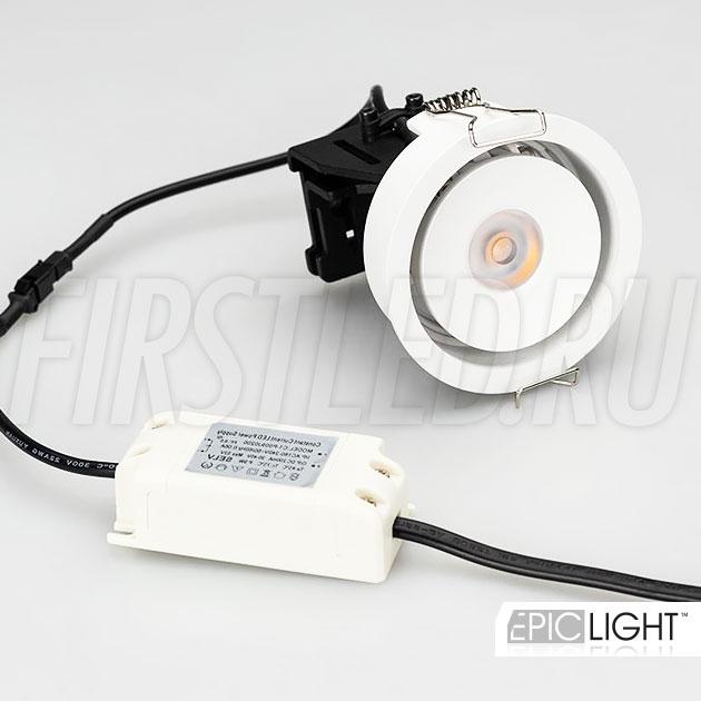 Встраиваемый светодиодный светильник SIMPLE R 9W идет в комплекте с источником питания и представлен в белом корпусе