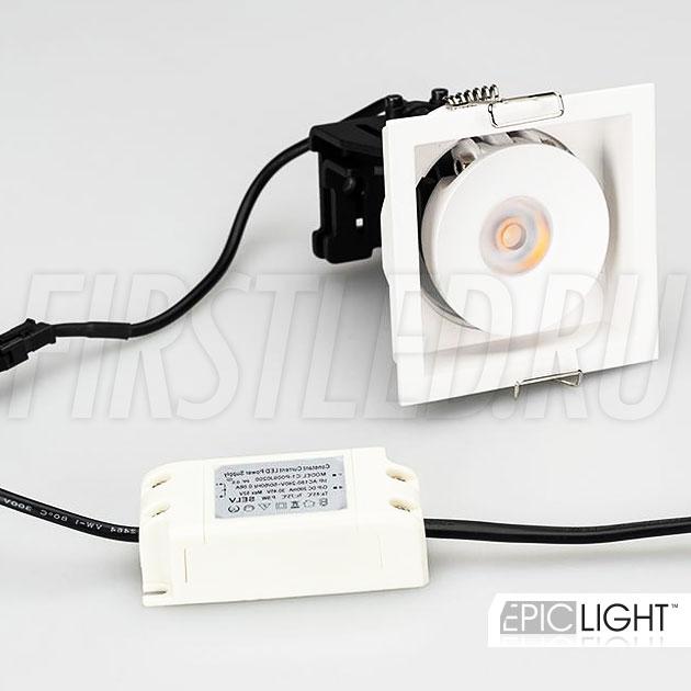 Встраиваемый светодиодный светильник SIMPLE S 9W квадратной формы идет в комплекте с источником питания и представлен в белом корпусе