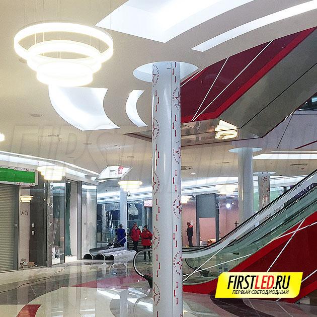 MASTER 75 — Три круга разного диаметра парят над потолком благодаря простой подвесной системе