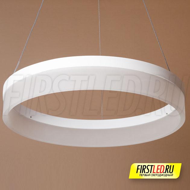 Светодиодная люстра ROYAL окрашена в белый цвет
