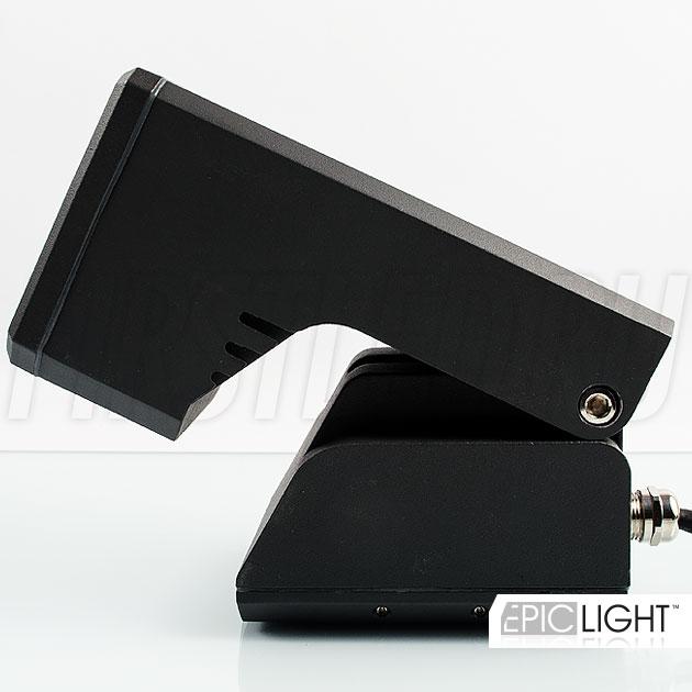Регулируемый наклон светильника MONUMENTO Lite позволит направить свет на объект