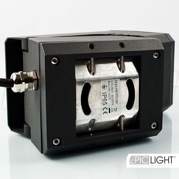 Простая установка светильника MONUMENTO Lite к поверхности с помощью саморезов