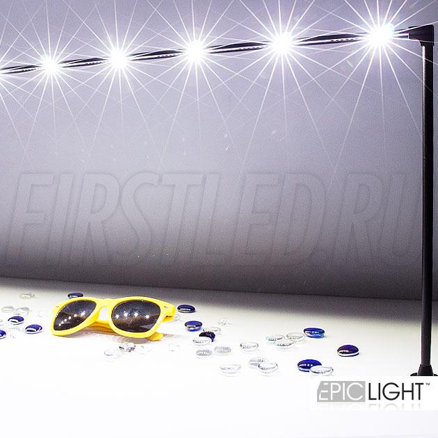 Длина светильника STILO LONG составляет около 1 метра, поворотная часть позволяет направлять свет в нужное место