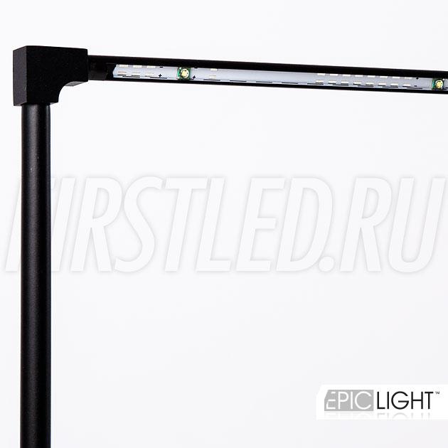 Большая стеклянная витрина требует особенного освещения — светодиодный светильник STILO LONG подходит под эти задачи