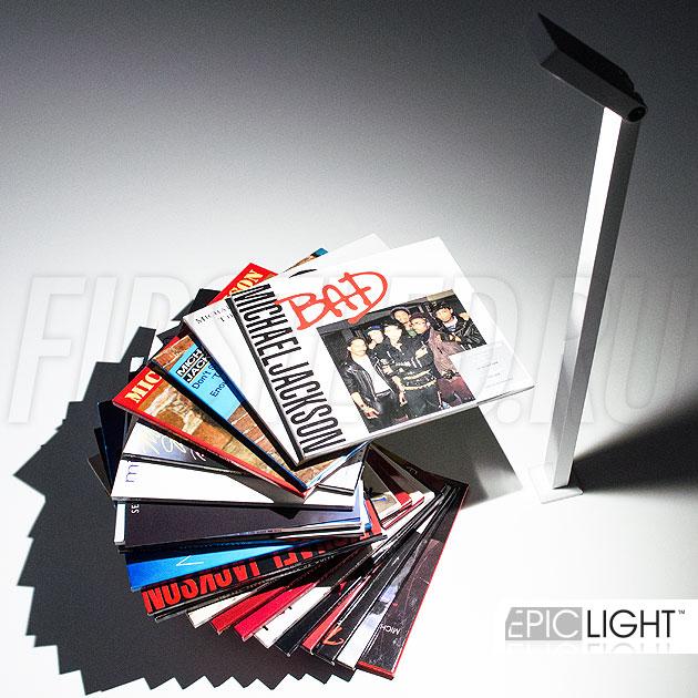 Минимальные размеры светодиодного светильника на стойке VITRO подходят для освещения небольших витрин