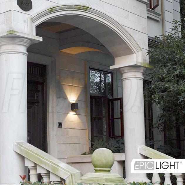 Настенный светодиодный светильник VARION для подсветки фасадов зданий