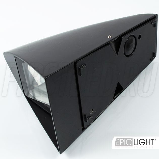 В настенный светодиодный светильник WALL SHIPO встроен блок питания питающий светильник, подключение на 220V