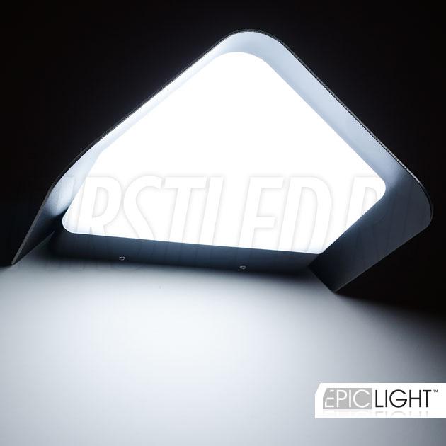 Корпус светильника WALL TRIA выполнен из алюминия и ударопрочного пластика, степень защиты от внешних воздействий IP54.