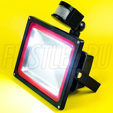 Светодиодный прожектор с датчиком движения FLOOD PIR 30W